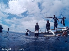 Reliving the ancient times of skandalopetra diving with team Omniblue Freedive. Skandalopetra diving is a breath-hold dive aided by a stone tied to a rope. It dates back from ancient Greece and was used by sponge fishermen. #Freediving #Romblon #Philippines