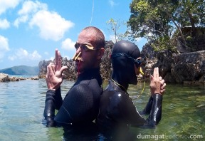 Island style freediver with wooden goggles and bamboo noseclip vs. the modern style freediver. I think it's pretty obvious who has better style, no? #Freediving #Philippines