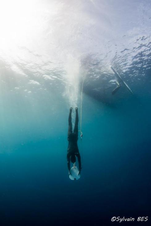 Benjamin of team Omniblue Freedive looking epic on a dive with skandalopetra. Skandalopetra diving is a breath-hold dive aided by a stone tied to a rope. It dates back from ancient Greece and was used by sponge fishermen. Photo by Sylvain Bes.