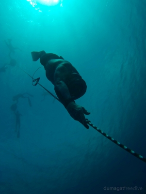 Pascal (a.k.a. la machine) into Romblon's deep blue during the training camp with Omniblue Freedive.