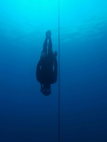 No fins practice with Callum during an SSI Level 2 certification course. Constant Weight No Fins (CNF) is considered to be the most challenging depth discipline. It can also be one of the most fun because of the freedom it allows the freediver.